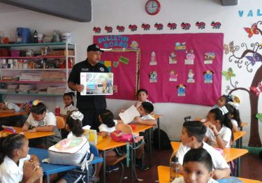 Continúa el programa DARE en las escuelas