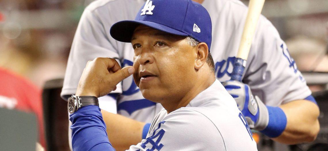 Dodgers renueva a Dave Roberts