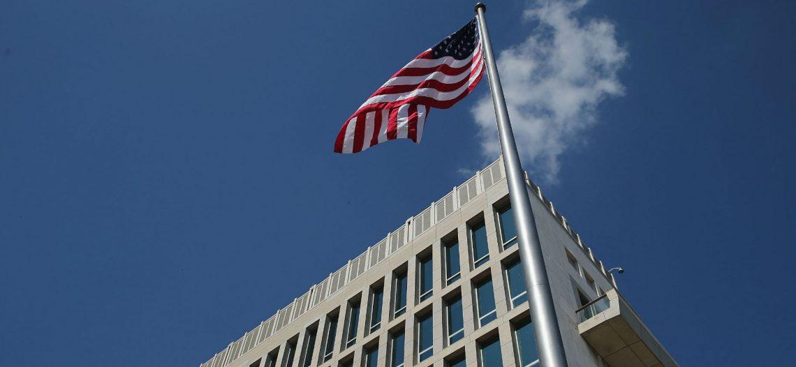 Estados Unidos cierra su oficina migratoria en Cuba