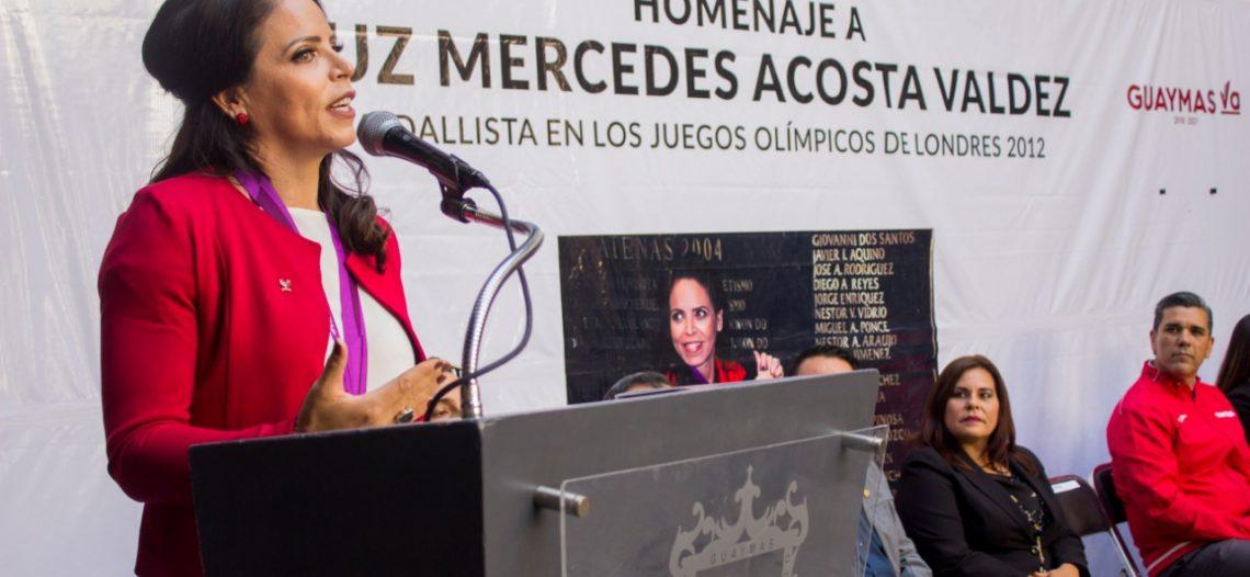 Homenaje a guaymense de bronce