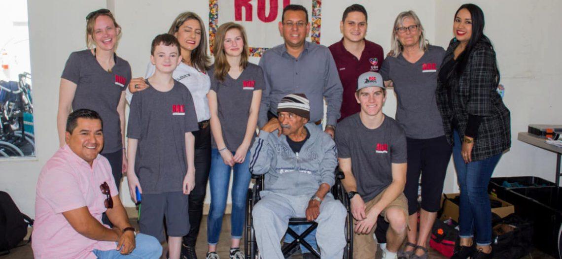 Entregan 29 sillas de ruedas a personas de escasos recursos