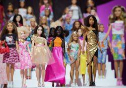 Rosa la fiesta del aniversario número 60 de Barbie