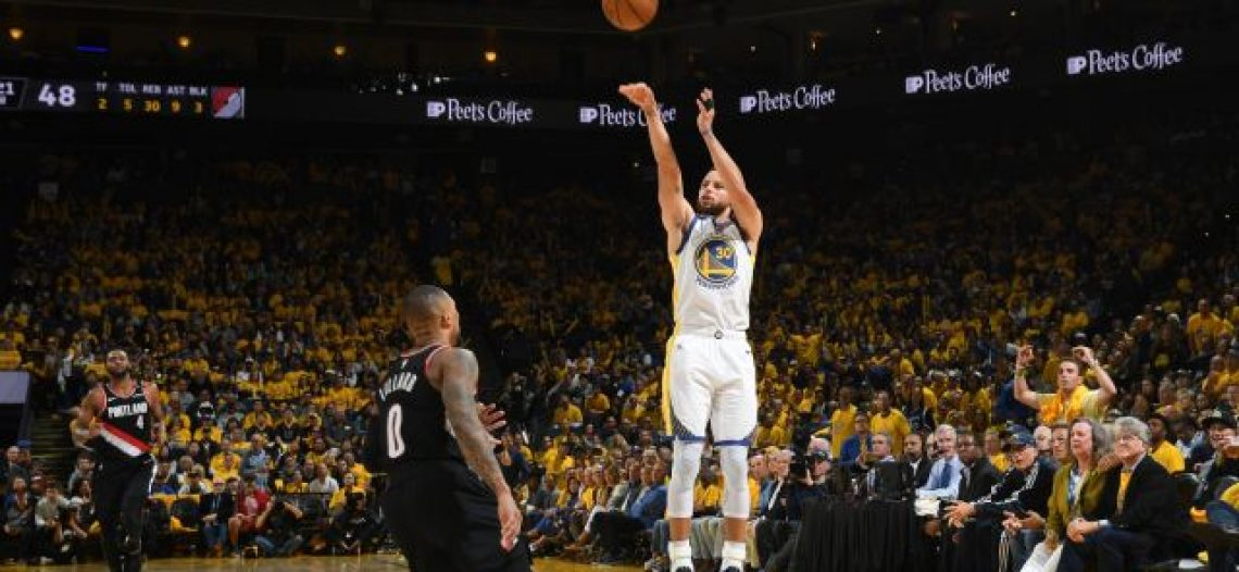 Steph Curry mantiene impulso, anota 9 triples en J1 de Finales de Conferencia Oeste