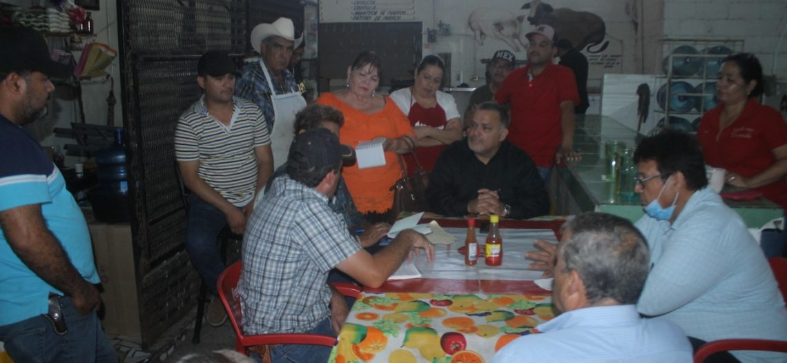 Alcalde Genesta se reúne con locatarios de mercado municipal