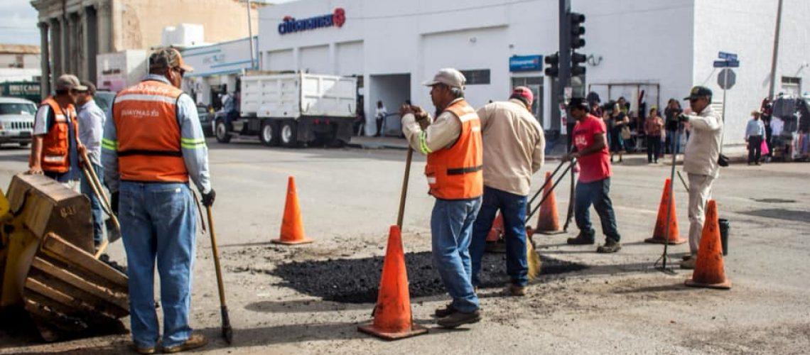 Intensifican labores de bacheo en Guaymas