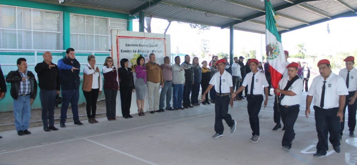 Participan regidores y funcionarios en 'Lunes Cívico' en CAM 11