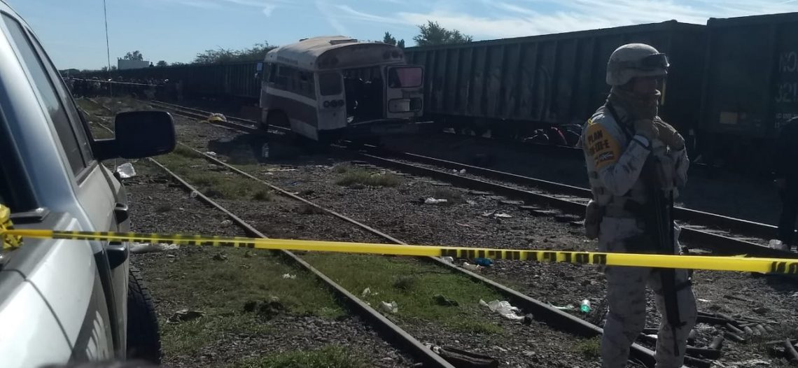 Prisión preventiva a chofer que transportaba trabajadores agrícolas en accidente autobús y ferrocarril