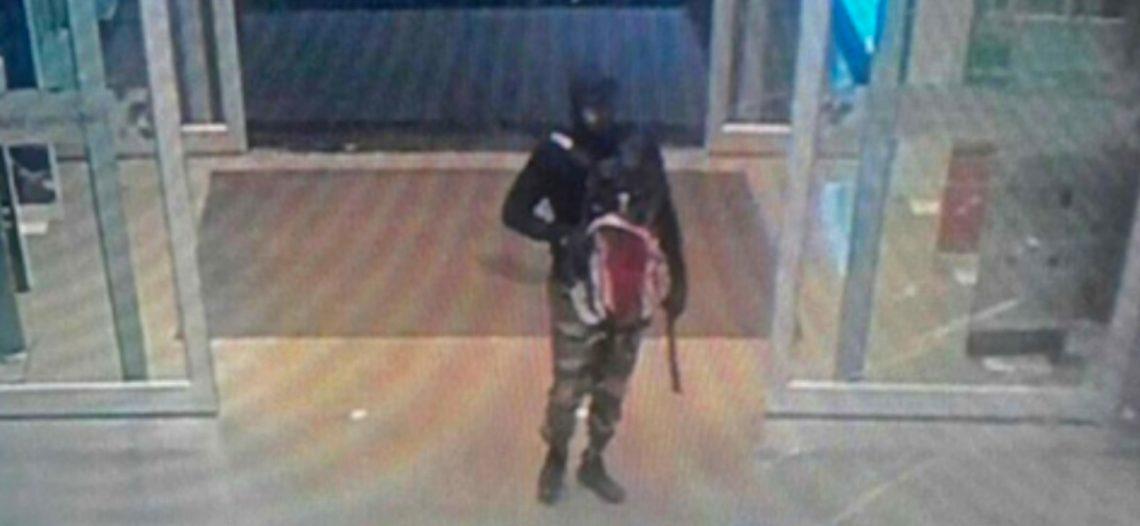 Soldado enloquece y mata a tiros a 21 personas en Tailandia