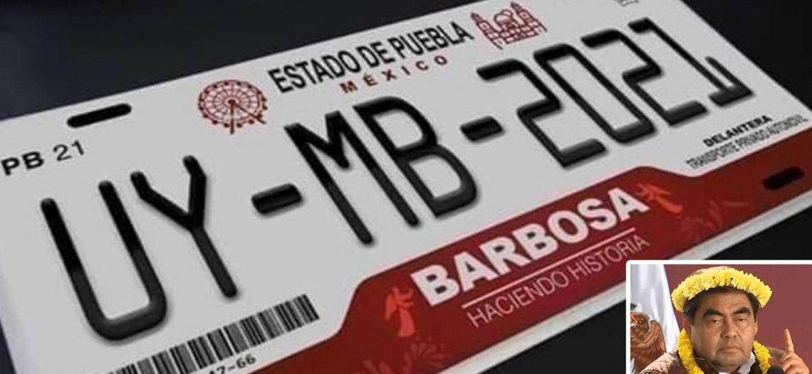 El gobernador de Puebla se promueve en las placas de circulación vehicular