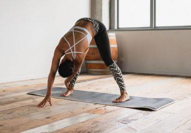 Descubre cómo practicar yoga en casa