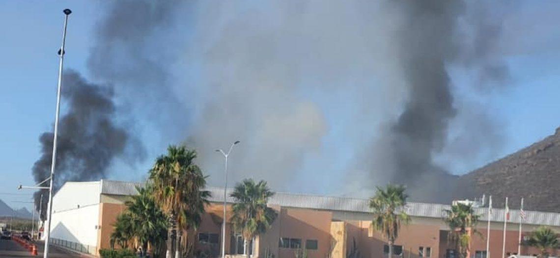 """Arden dos naves industriales en el parque maquilero """"Rocafuerte""""; debieron apoyar bomberos del sur de Sonora"""
