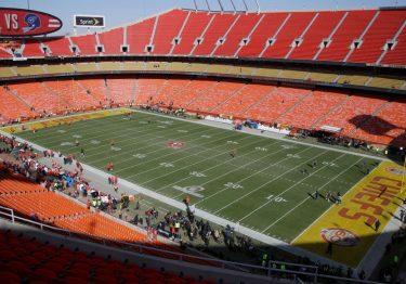Equipos de NFL anuncian capacidad reducida en estadios para el 2020