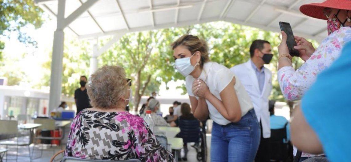 Supervisa Gobernadora aplicación de vacunas contra COVID-19 en adultos mayores