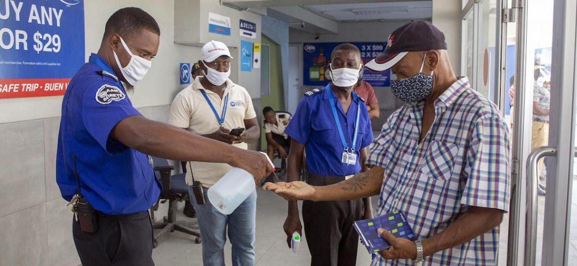 Haití aplica por fin primeras vacunas contra covid-19