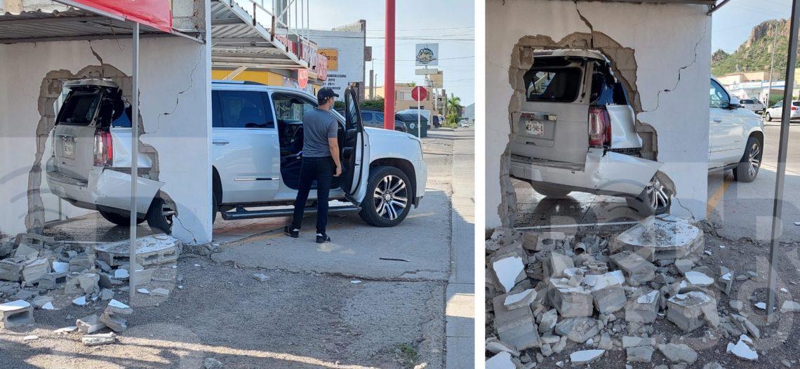 Vehículo sin conductor se impactó contra un local en Colonia Las Villas