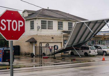 Huracán deja sin luz a miles en Texas