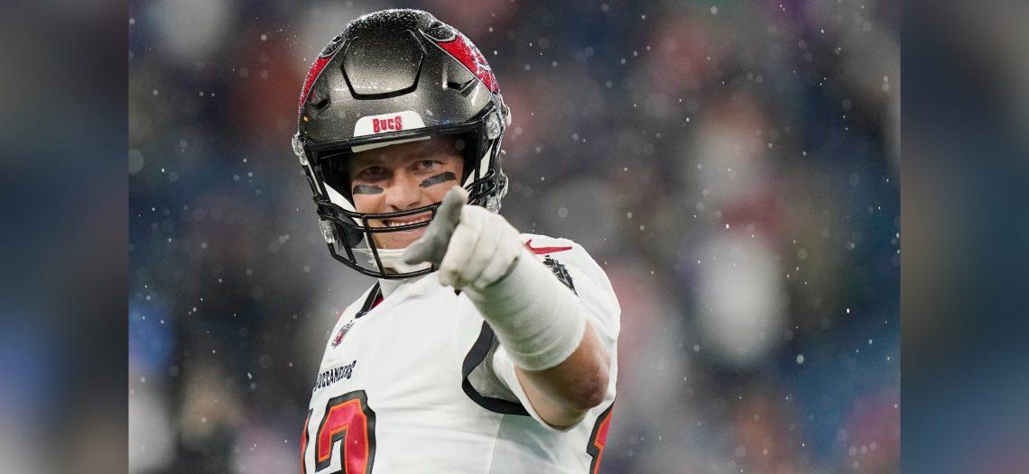 Tom Brady comanda a Bucaneros sobre los Patriotas